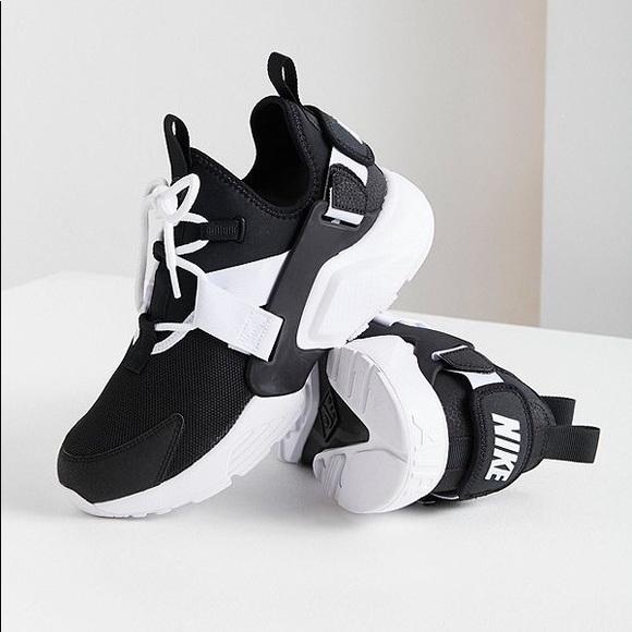 official photos 6899f 2327e Nike l Air Huarache City Low Black White 8.5